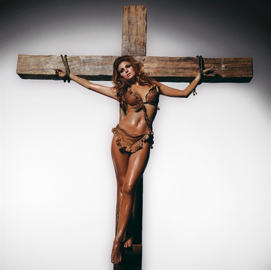 Terry O'Neill, Raquel Welch on the Cross, Los Angeles